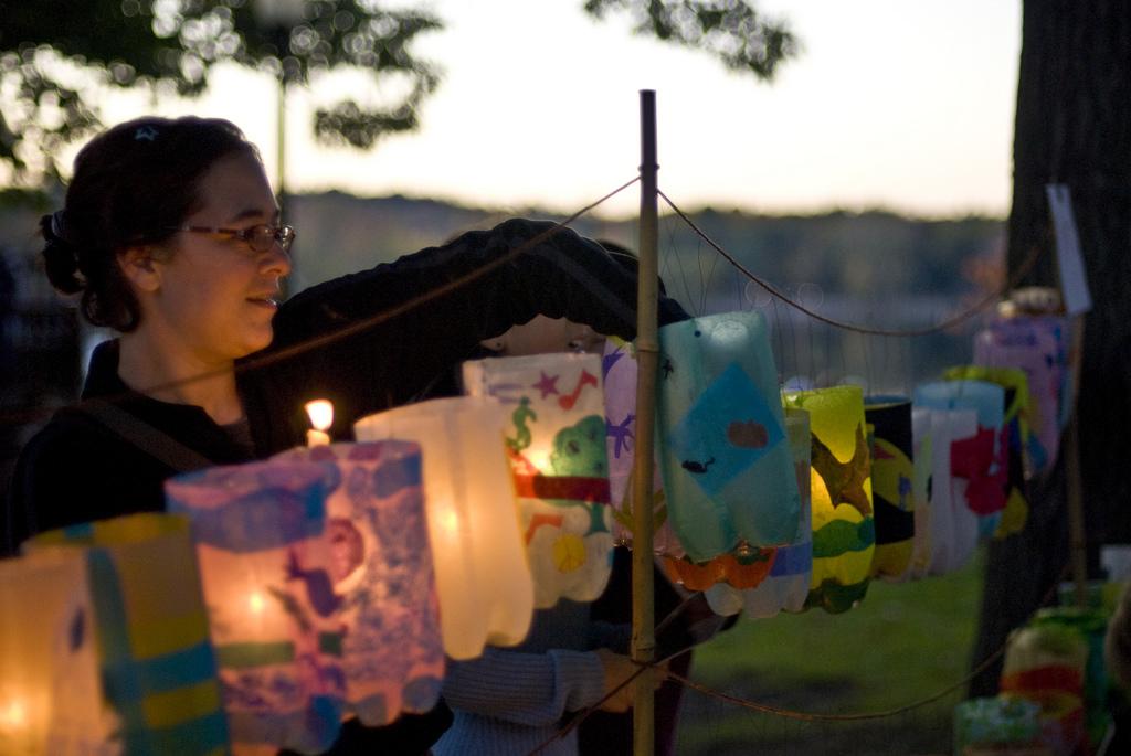 Jamaica Pond Lantern Parade 池塘边上的花灯节