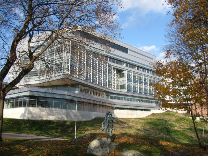 Carl_J_Shapiro_Science_Center,_Brandeis_University,_Waltham_MA