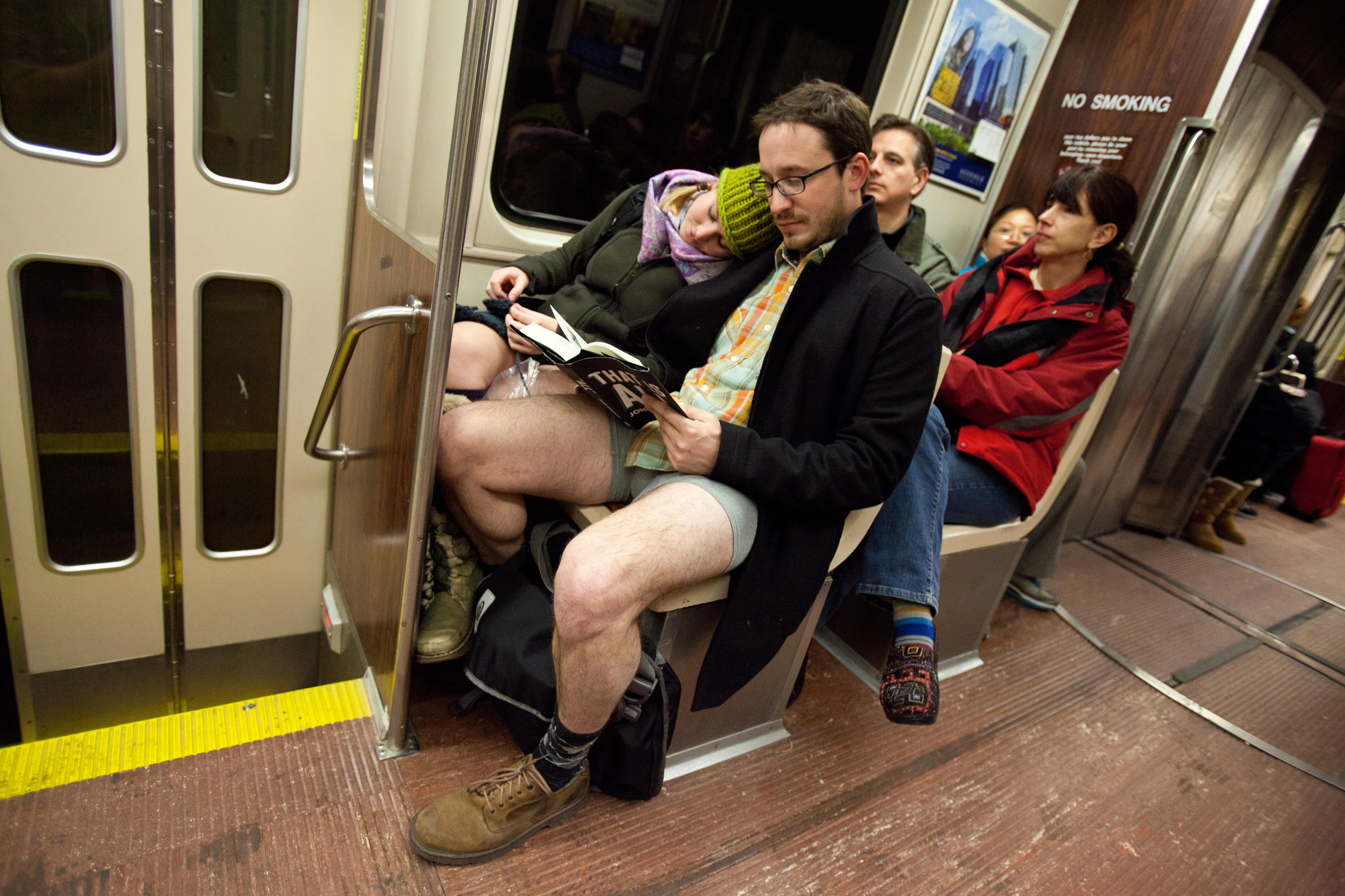 No Pants Subway Ride Boston 2012给自己一个不穿裤子不羞羞的理由